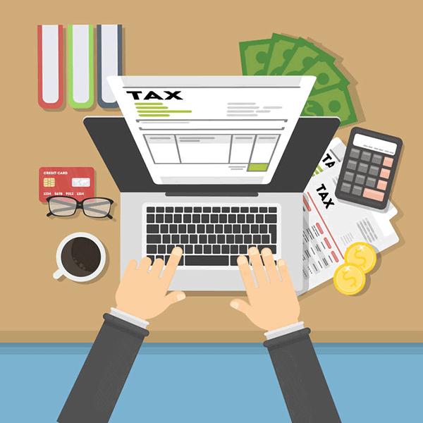 税金計算をしているパソコンのイラスト